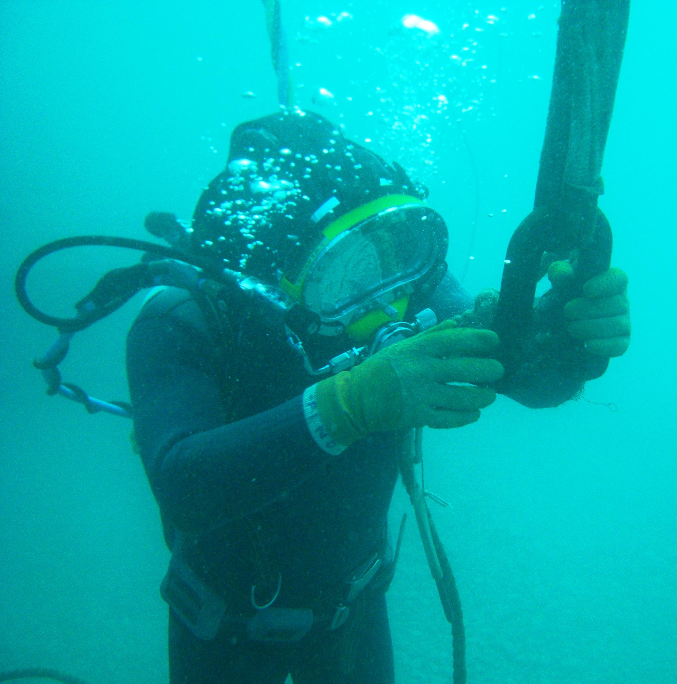 Lavori subacquei ~